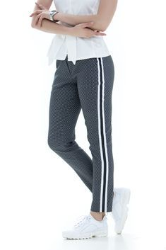 Pants pattern in Fashion Style Curvy Fashion, Diy Fashion, Womens Fashion, Pants Pattern, Knit Crochet, Sewing Patterns, Trousers, Sweatpants, Outfits