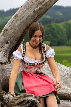 German Women, German Girls, Sexy Outfits, Classy Outfits, Most Beautiful Bollywood Actress, Oktoberfest Outfit, Hot Country Girls, Beer Girl, Mädchen In Bikinis