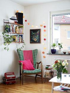 Cozy reading corner cantinho da leitura home decor cozy. Home Living Room, Living Spaces, Decoracion Vintage Chic, Mid Century Modern Living Room, Piece A Vivre, West Elm, Home Decor Inspiration, Decor Ideas, Bauhaus
