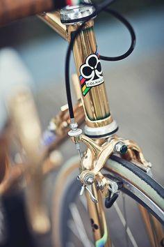En aquella época Colnago le regaló una bici como ésta al Papa.