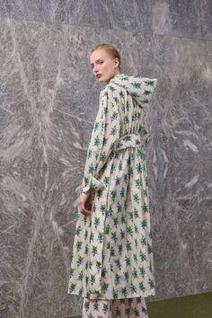 Emilia Wickstead Resort 2019 Fashion Show Collection: See the complete Emilia Wickstead Resort 2019 collection. Look 16 Women's Runway Fashion, Fashion Art, Fashion News, Spring Fashion, High Fashion, Fashion Brands, Emilia Wickstead, Fashion Show Collection, Passion For Fashion