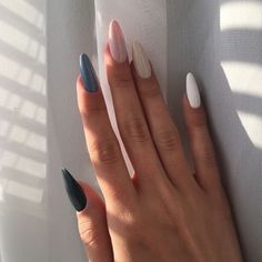 Semi-permanent varnish, false nails, patches: which manicure to choose? - My Nails Summer Acrylic Nails, Best Acrylic Nails, Aycrlic Nails, Hair And Nails, Glitter Nails, Coffin Nails, Edgy Nails, Stylish Nails, Nail Manicure