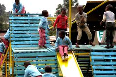 Autoparque in Addis Ababa. The House of Lost Children by Basurama. A much needs playground made with palettes and scraps of metal, for children of Addis Abeba #Placemaking #LQC #Upcycling