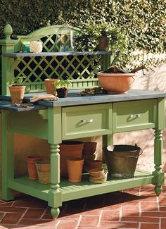Inspired by romantic French gardens and latticework, our Caroline Potting Bench blends elegant design with functional convenience to create an attractive and useful addition to a patio, garden, or greenhouse.
