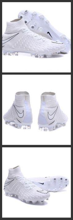 Scarpe Calcio Nike Hypervenom Phantom III DF FG Tutto Bianco le nuove scarpe da calcio Nike Hypervenom Phantom 3 DF FG sono studiate per ottimizzare la velocità dei tiri e assicurare cambi di direzione rapidi.