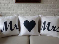 witte mr & mrs kussens met hartenkussen met donkerblauwe applicatie. verkrijgbaar via www.philomenelensveld.blogspot.nl