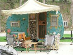 Flower Power | Painted caravan : blue flowers | Tiny trailer - vintage camper - glamping <O> SOTF sisters on the fly