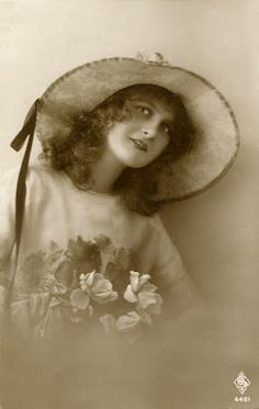 Old Photo - Pretty Vintage Lady with Big Hat deb02ee6b083