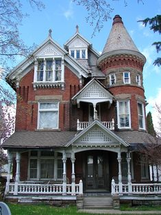 Painting A House with Abestos Siding . Painting A House with Abestos Siding . How to Clean House Siding before Exterior Painting Victorian Architecture, Amazing Architecture, Architecture Design, School Architecture, Beautiful Buildings, Beautiful Homes, Old Houses, Abandoned Houses, Victorian Style Homes