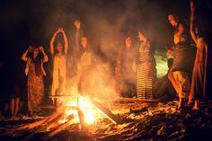 fogueira amigos praia luau