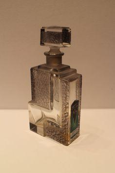 Vigny Be lucky perfume bottle Bottle Box, Blue Bottle, Vintage Perfume Bottles, Vintage Vanity, Art Deco Design, Glass Art, Pallet Sofa, Quelque Chose, Collections