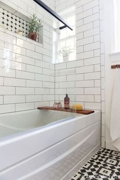 Classic bathroom style has been widely used for decades. There are a lot of families who like designing a classic bathroom – this style is not out of date. White Bathroom Interior, White Subway Tile Bathroom, Subway Tiles, White Tiles, White Bathrooms, Neutral Bathroom, Luxury Bathrooms, Room Wall Tiles, Bad Styling