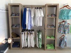 Nice Bauholz Kleiderschrank mit F chern und Stange Bauholz M bel Bauholz Design M bel K che Wohnzimmer