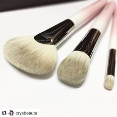 #Repost @crysbeaute (@get_repost)  Lovely beginner set ; ombré pinky #hakuhodo / #ilovemakeup #limitededition #限定 #化妆品 #美容 #crysbeaute #beautyblog #beautyreview #makeupcollection #beautytalk  #skincare #instabeauty #sgbeauty  #instamakeup #makeuplovers #化粧品 #makeupmess #starclozetter #baila #howtomakeup #makeupcommunity #fashion #makeupcollector #beautycare #japanesebrushes #crueltyfree