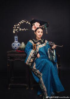 微博 Historical Women, Historical Clothing, Historical Dress, Hanfu, Cheongsam, Geisha, Old Shanghai, Chinese Clothing, Oriental Fashion
