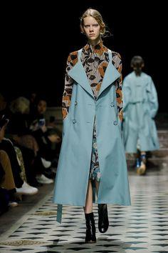 Christian Wijnants Ready To Wear Fall Winter 2018 Paris - NOWFASHION Brix and Bailey luxury leather handbag brand at Fashion Week www.brixbailey.com #runwayfashion,