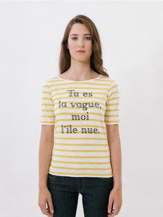 """Je suis Yellow T-Shirt // Je t'aime moi non plus' is a song by Serge Gainsbourg and Jane Birkin which this garment is named after: """"tú erea la ola, yo la isla desnuda"""" [""""you are the wave, and I the naked island""""]. Basic fitted T-shirt with short sleeves and round neckline, which opens out slightly towards the sides to provide maximum comfort. This T-shirt will become your best all-rounder for day to day wear as you can wear it with denim basics, high-waisted trousers or a skirt."""