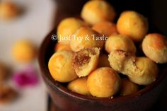 resep nastar lembut dan lumer di mulut Pineapple Cookies, Pineapple Tart, Indonesian Desserts, Indonesian Food, Cookie Recipes, Dessert Recipes, Resep Cake, Taste Made, Cake Cookies