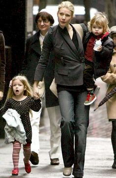 Gwyneth Paltrow with children 'Apple' + Moses Blythe Danner, Gwyneth Paltrow Apple, Shakespeare In Love, Angeles, Celebrities Then And Now, Families Are Forever, Disney Family, Female Portrait, Mom And Dad