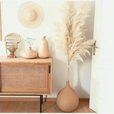Beige neutral tones #home #interiordesign #decor #interior #living #space #decoration #feather #vase #table #room #style Boho Living Room, Home And Living, Living Room Decor, Decoration Inspiration, Room Inspiration, Decor Ideas, Vase Ideas, Room Ideas, Grass Decor