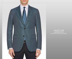 Disponte a portar la excelencia de una prenda azul con efecto mocroestructurado y dos botones. #HighLife