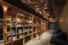 Un hôtel construit autour d'une bibliothèque à Tokyo !  #hotel #Tokyo #Japon #insolite