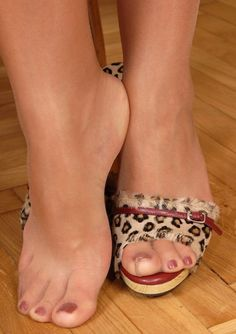 Love those pretty toes in pantyhose!!!