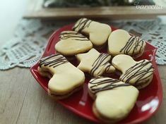 Orechové linecké so žĺtkovou polevou (fotorecept) - recept Christmas Goodies, Christmas Baking, Sugar, Cookies, Food, Basket, Crack Crackers, Biscuits, Essen
