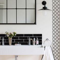 Små badrumsdetaljer i svart