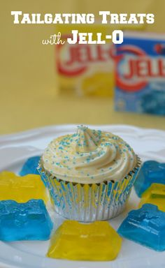 Love to tailgate? Check out these super fun and easy tailgate recipes using JELL-O! Make JELL-O treats and cupcakes in your favorite team colors!