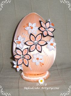 Jajo wielkanocne Easter Egg Craft Projects, Projects To Try, Easter Egg Designs, Fabric Ornaments, Faberge Eggs, Ribbon Sculpture, Egg Art, Egg Decorating, Silk Ribbon