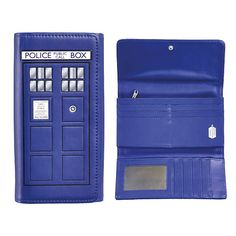 Doctor Who TARDIS Ladies Wallet. I'd like to stop spending so much money but people won't stop making cool Doctor Who stuff. Doctor Who Tardis, Die Tardis, Diy Doctor, 11th Doctor, Thing 1, Large Purses, Blue Box, Dr Who, Vinyl