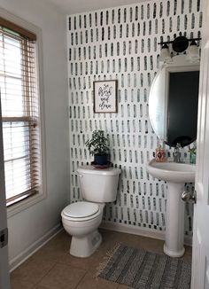 DIY Sponge Accent Wall- Yes, you read that correctly. Do you have a boring wall that is dying for something fun? Swap out that paint brush for a sponge and have a gorgeous accent wall in no time. #diy #accentwal #accent #walls #painting #sponge #painted #bathroom @livingroom #small #ideas #inspiration #wallpaper #color #paintedwalls
