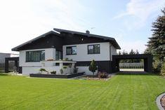 'W przypadku mniejszych domów warto postawić na jednolity, jasny kolor, który optycznie powiększa. W przypadku większych domów można łączyć kilka kolorów na tej samej ścianie oraz zastosować odcienie ciemne. Fot. Weber'