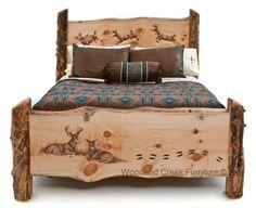 cama de tipo rústico con pinturas de venados.
