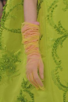 Oscar de la Renta at New York Fashion Week Fall 2013 Sarah Jessica Parker, Gloves Fashion, Fashion Accessories, Elegant Gloves, Wedding Gloves, Vintage Gloves, Fashion Details, Fashion Design, New York Fashion