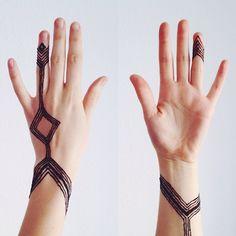 henna line tattoo by @belleandcompass #belleandhenna