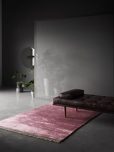 Un tapis au doux vieux rose, BoConcept - Marie Claire Maison Gray Interior, Interior Design, Apartment Living, Living Room, Indoor Outdoor, Outdoor Living, Cost Of Carpet, Tapis Design, Boconcept