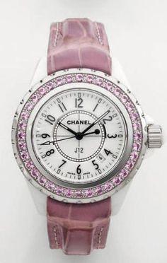 Montre Chanel J12 céramique saphir rose  Rare et exceptionelle montre de dame de forme ronde en céramique blanche et acier modèle « J12 ».  Modèle fait à peu d'exemplaires.    http://www.lespierresdejulie.com/categories/montres/montre-chanel-j12-ceramique-saphir-rose