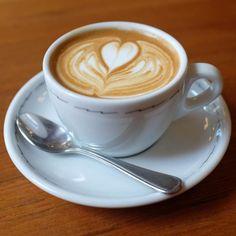 Aprenda a preparar cappuccino funcional  com esta excelente e fácil receita.  Para incluir num cardápio de alimentação saudável ou para redesenhar a silhueta, confir...