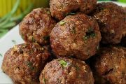 Low Carb Paleo Tandoori Lamb Meatballs - with chia seeds to bind them and help hold in moisture. Make them with ground beef or ground pork, if you prefer! Baked Meatball Recipe, Meatball Bake, Meatball Recipes, Mince Recipes, Lamb Recipes, Paleo Recipes, Cooking Recipes, Delicious Recipes, Tandoori Lamb
