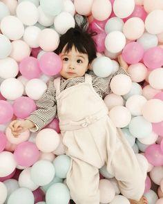 Cute Baby Boy, Cute Little Baby, Lil Baby, Little Babies, Cute Kids, Cute Asian Babies, Korean Babies, Cute Korean Girl, Asian Kids