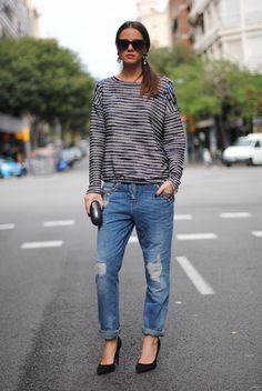 Sweater/Jersey: Bershka, Clutch: Maison Du Posh, Shoes/Zapatos: Mango (Similar), Jeans/Tejanos: Bershka (Similar), Sunglasses/Gafas: Uterqüe(Similar)