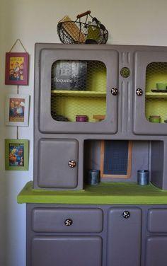 """Une amusante façon de recycler les meubles de """"mémé"""" et d'apporter une touche d'originalité   Le vaisselier années 50 - Les ptites créations by Cécile"""
