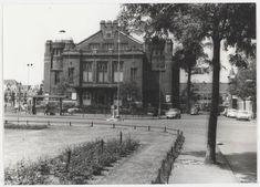 Wilsonsplein, ziende naar het westen met de stadsschouwburg, 1966