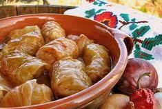 Sastojci za posne sarme:  100 g praziluka ili crnog luka, 2-3 kašike ulja, 80 g integralnog pirinča (može i običan), 40 g mix pahuljica (ovsenih, raženih i ječmenih), 20 g sojinih pahuljica, 1/2 kašičice bibera, 1/2 kašičice mlevene začinske paprike - može ljuta, 1/2 kašičice mlevenog sušenog povrća, po ukusu soli za sarmu, 10 većih listova kiselog kupusa (ili 20 malih), 2-3 lovorova lista, 2-3 male crvene ljute papričice, po ukusu mlevene začinske paprike - može ljuta, 0,5 dl ...