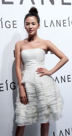 nice make-up with white midi dress