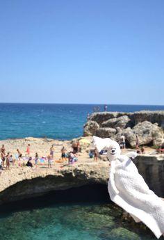 https://www.raffaellacastagna.it  Coccolo alla grotta della poesia in Salento