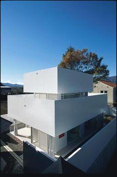 Acrylic house / Takeshi Hosaka