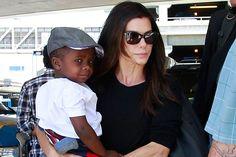 Sandra Bullock toda una madraza. La actriz siempre está acompañada de su hijo Louis. Desde que adoptó al pequeño Louis, en el año 2010, la actriz se dedica a él siempre que los rodajes se lo permiten